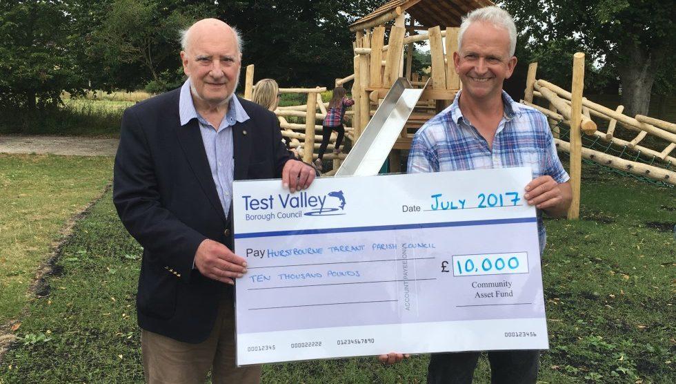 Hurstbourne Tarrant Park - Councillor Giddings presents the cheque to HTPC