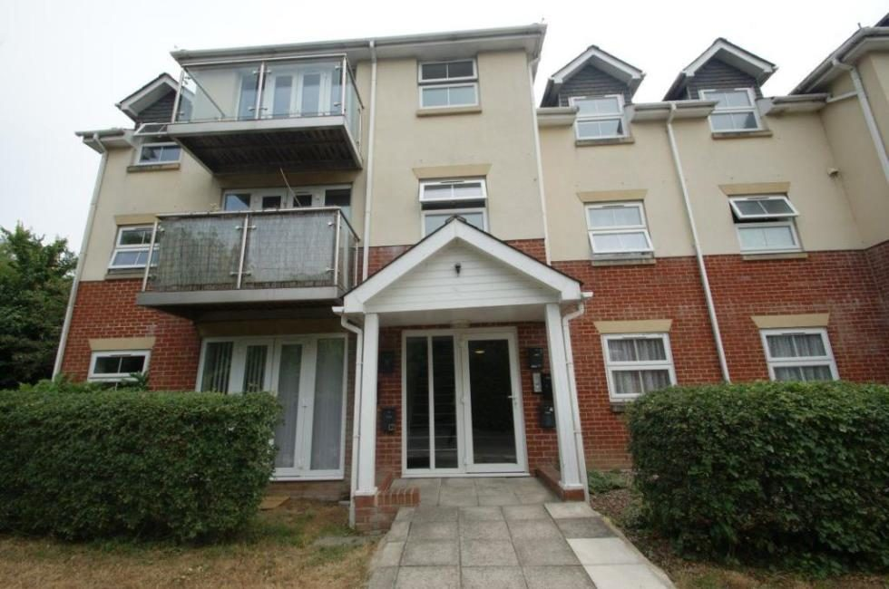 2 bedroom flat to rent Brookside, Andover