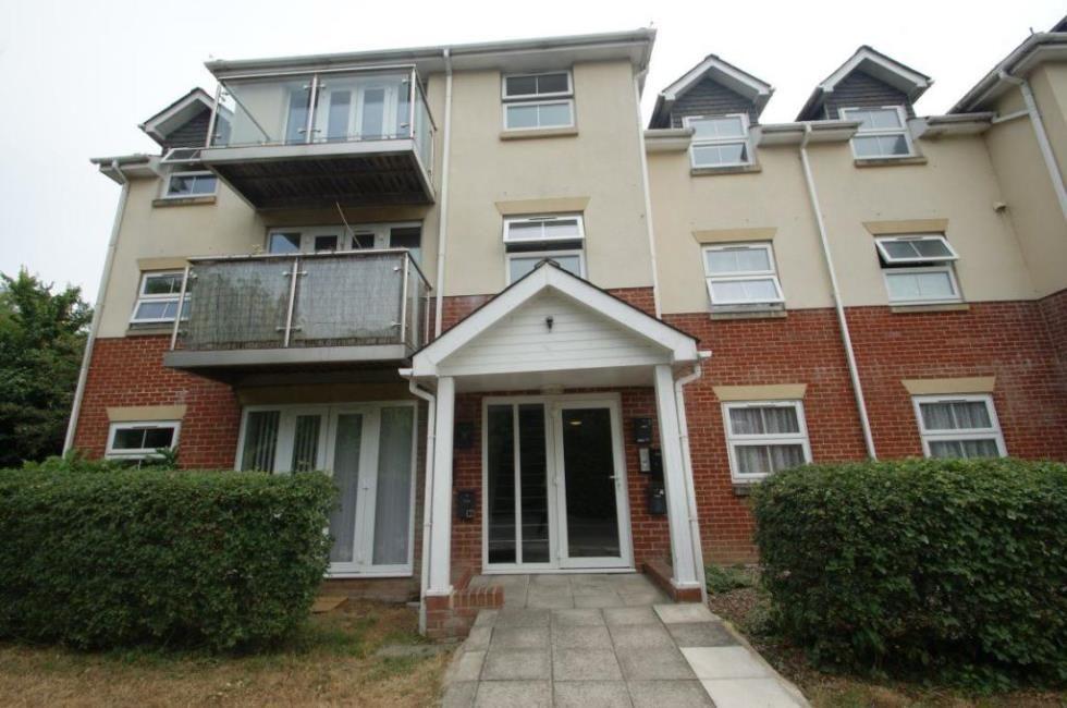 2 bedroom flat to rent Brookside, Andover